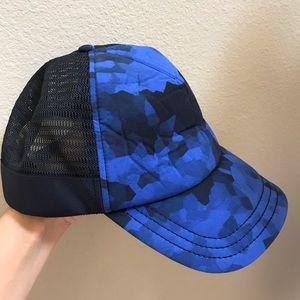 Lululemon blue black print snap back hat men's OS